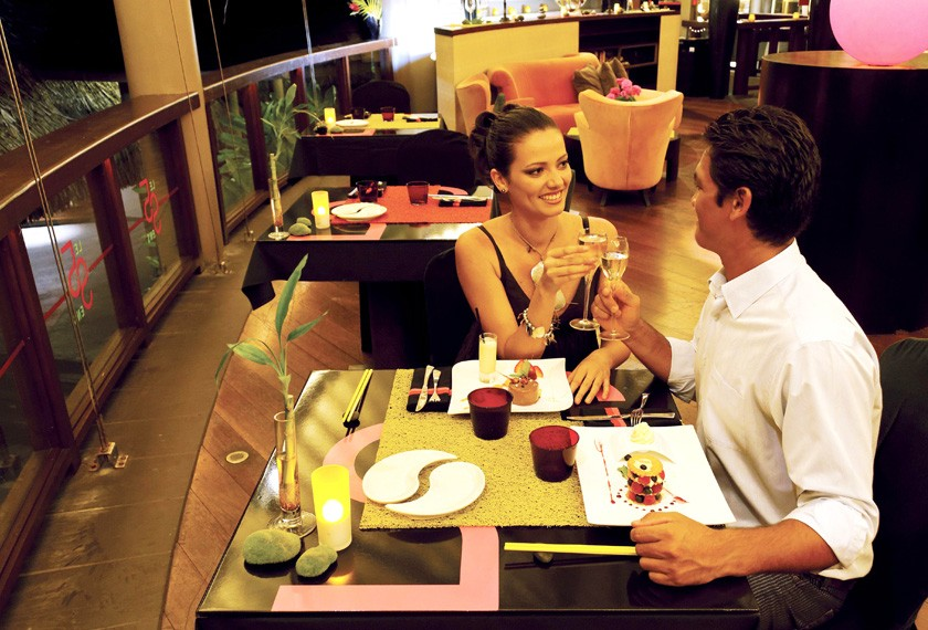 Couple having a dinner at the Tahiti Pearl Beach Resort