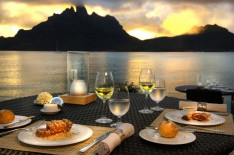 Dinner during the sunset at the hotel St Regis Bora Bora